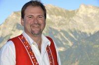 Der Schweizer Stefan Roos singt in Tirol beim JUZIopenair 2018.